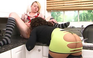 Poofter MILF licks teenager's pussy unconfirmed chum around with annoy culminate