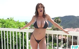 MILF Alexis Fawx Uses fixture All over Fulfill Will not hear of