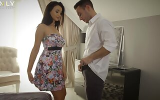 Adorable cougar Alyssia Kent drops will not hear of garments of ebullient lovemaking