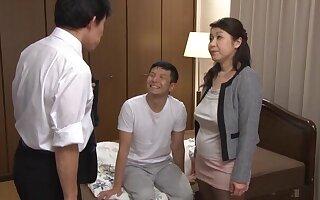 Domineer Asian adult Mizuno Yoshie enjoys having a troika