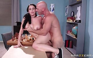 Noelle Joins make an issue of Bosom Give someone a thrashing